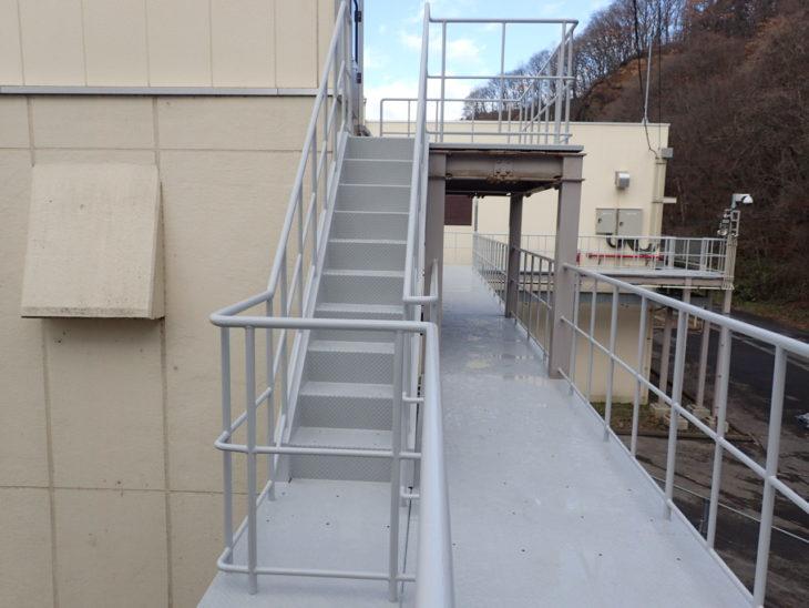 八戸市 Kポンプ場鋼製歩廊塗装工事