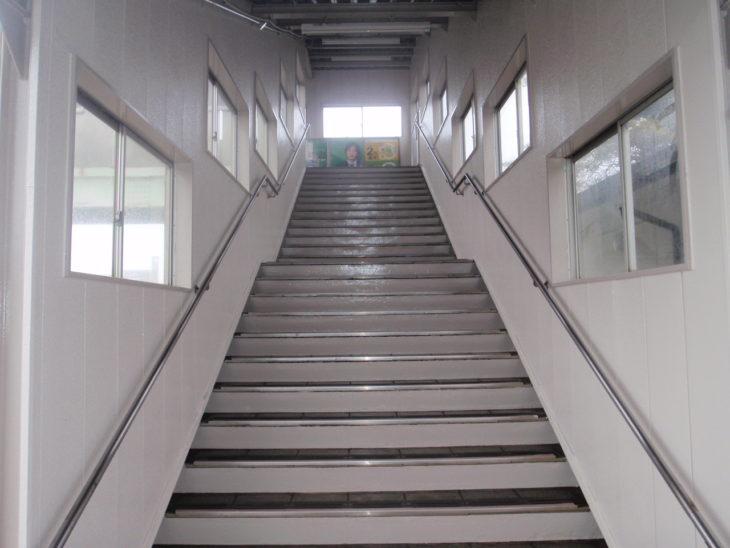 【上北郡】S駅 跨線橋内壁修繕工事